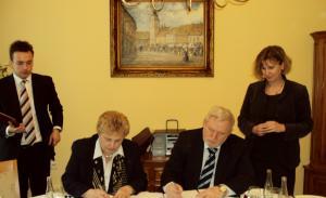 Podpis zmluvy o spolupráci s VŠ vo Vukovare (Chorvátsko) - 2012